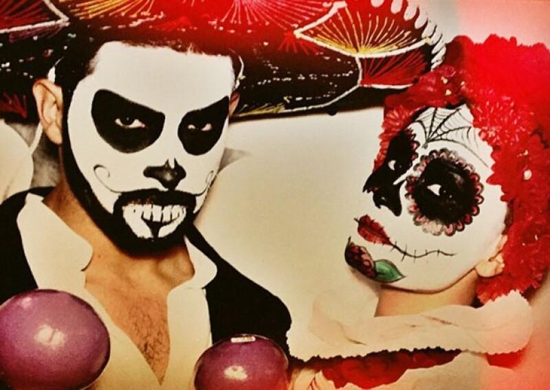 Wilmer Valderrama y Demi Lovato se pusieron disfraces súper mexicanos.