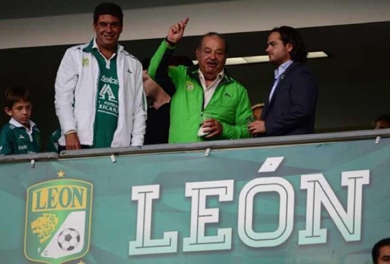Arturo Elías Ayub, Carlos Slim y el presidente del equipo observaron el encuentro desde uno de los palcos.