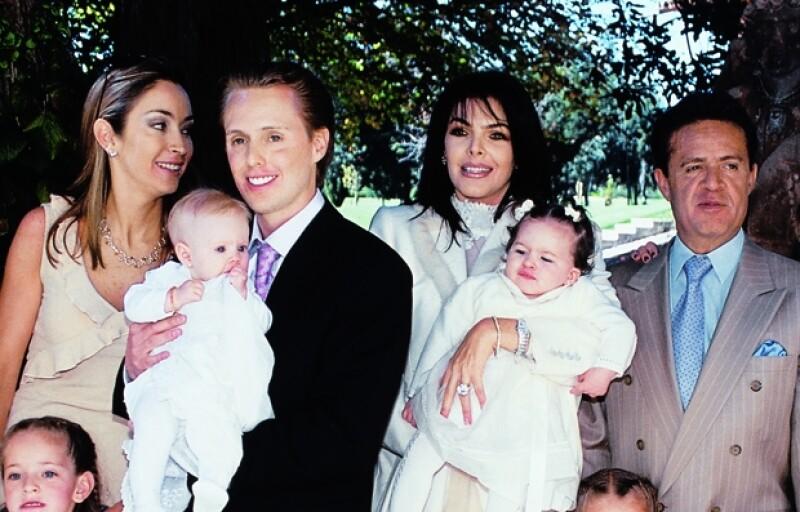 Greta Jacobson y Juan Carlos Peralta (padres de Loreto) junto a Mariana Tort y el Ingeniero Carlos Peralta durante el bautizo de la pequeña.