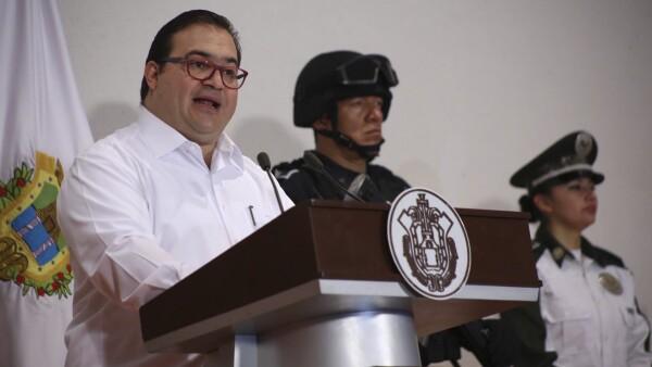 El gobernador de Veracruz informó que posee dos inmuebles y una cuenta bancaria.