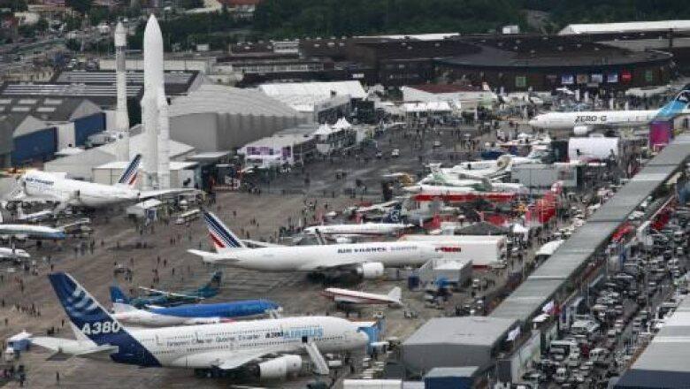 El aeropuerto Le Bourget, cerca de París, es la sede de la actual edición de la Feria Aeronáutica en donde se dan cita los principales fabricantes de aeronaves y representates de aerolíneas.