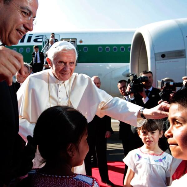 Su Santidad mostró su lado más humano, cuando se acercó a los niños que lo esperaron durante horas.