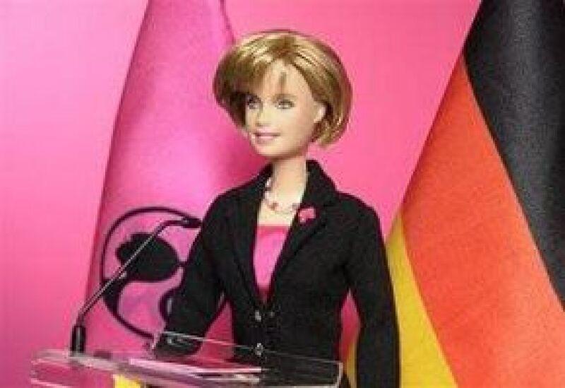 La compañía Mattel presentó su muñeca Canciller Angela Merkel la semana pasada en una feria internacional del juguete en Nuremberg.