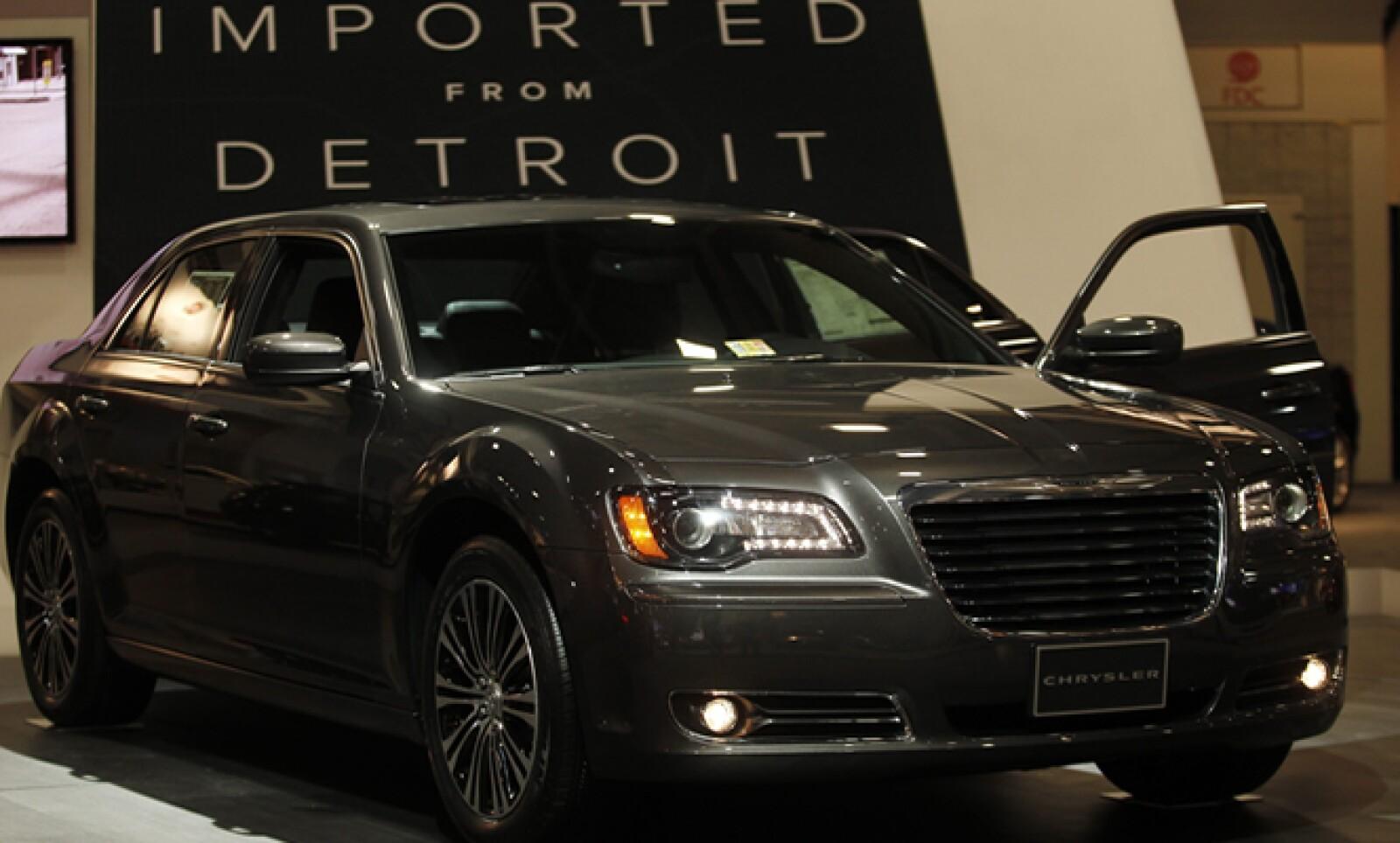 El sedán Chrysler 300 se muestra en el Auto Show de Washington que concluye el próximo 10 de febrero.