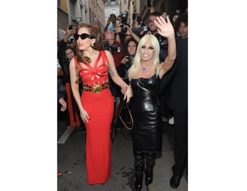 Ambas fueron vistas en Milán asomándose de un balcón, todo esto debido a que tuvieron una cena para platicar sobre moda y nuevos trajes.