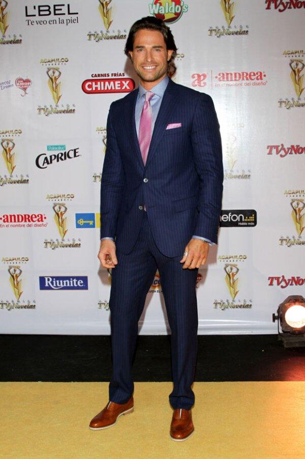 El guapo actor es argentino con nacionalidad mexicana.