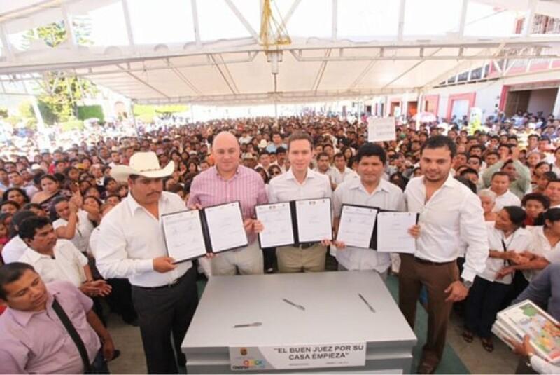El gobernador de Chiapas asistió este martes a un evento en el que, durante su discurso, tuvo un malestar. Comunicación Social del estado informó que se encuentra en perfecto estado de salud.