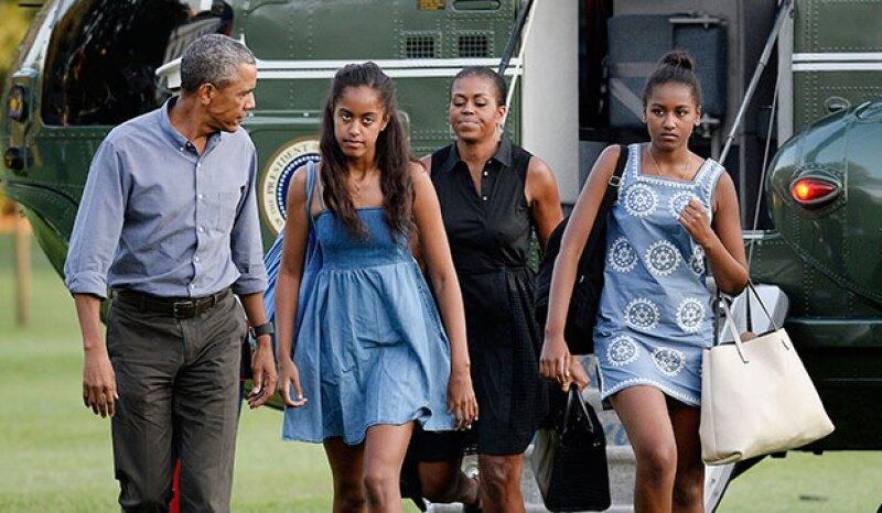 Malia Obama ha sido captada en lo que parece una fiesta entre jóvenes universitarios y donde según testigos, se le vio tomando bebidas alcohólicas.