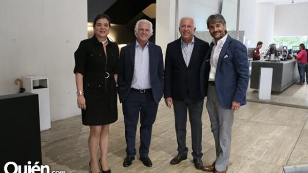 Sonya Santos, Maurice Marciano, Paul Marciano y Ricardo Bastón