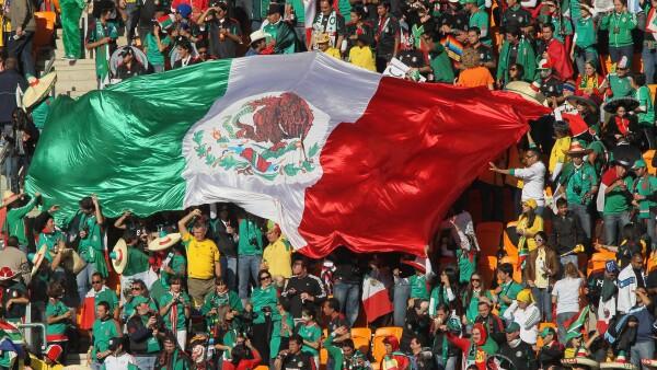 Los seleccionados mexicanos de futbol pidieron a la afición tratar con respeto a los rivales.