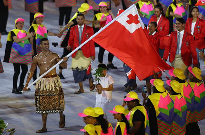 Durante la inauguración de los Juegos Olímpicos, un atleta rompió el Internet gracias a su físico totalmente lleno de aceite: él es Pita Taukatofua, de Tonga.