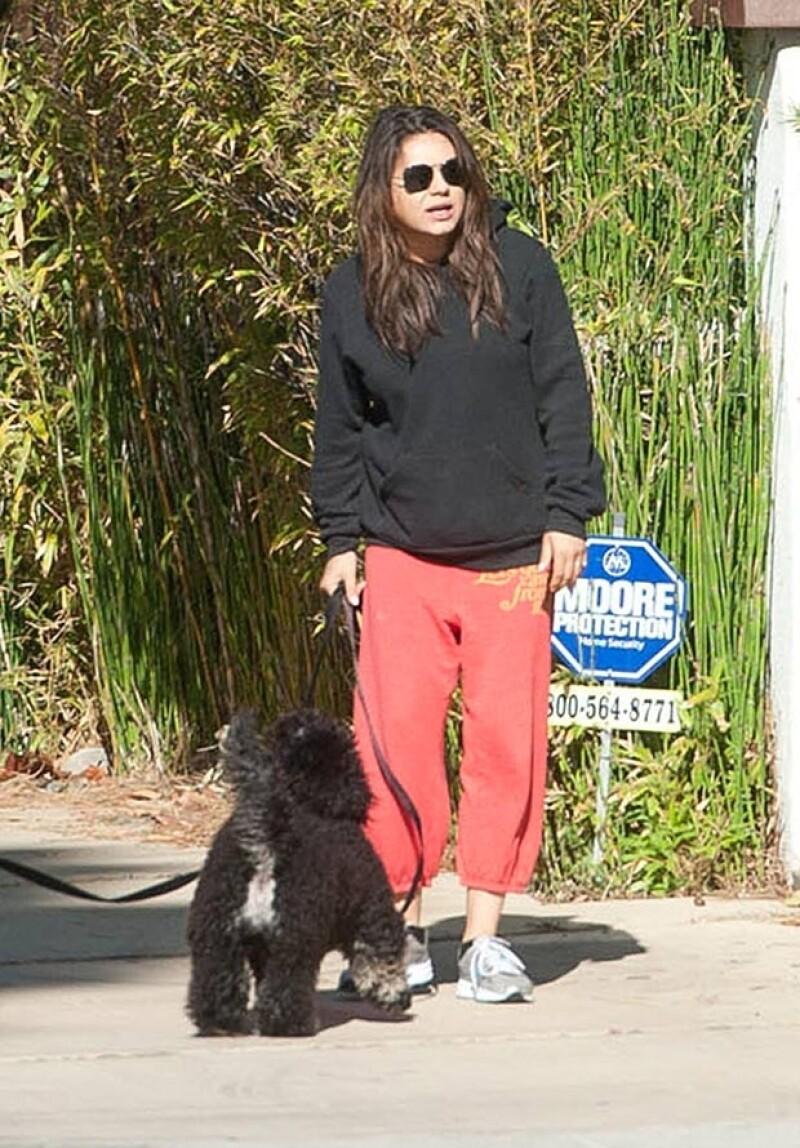 Mila ha sido descuidada en su vestir durante los primeros meses de embarazo.