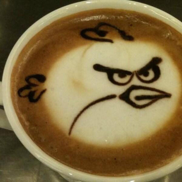 Eric necesita la cafeína necesaria para terminar esos niveles del videojuego creado por Rovio.