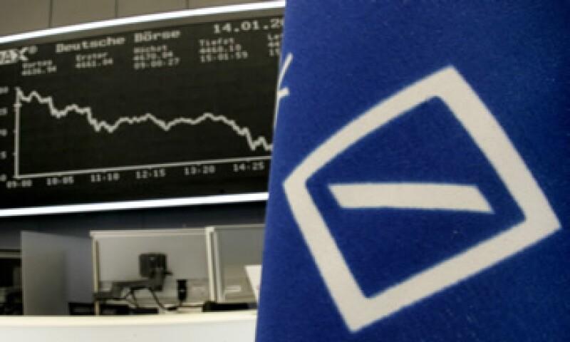 Deutsche Bank anunció planes para recortar 4,500 millones de euros de los costos anuales para el 2015. (Foto: AP)