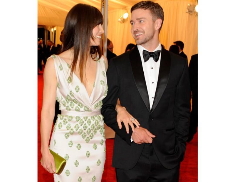 La guapa actriz, que está prometida con el cantante, cree que la comunicación es uno de los aspectos más importantes de una relación.
