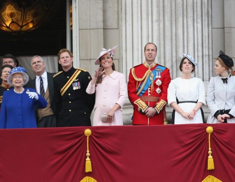 Kate disfrutó del espectáculos aéreo acompañando a toda la familia en el balcón del palacio de Buckingham.