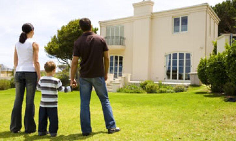 Evita correr riesgos y asesórate de un profesional inmobiliario. (Foto: Thinkstock)