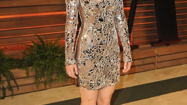 La actriz de `American Hustle´ se quitó el espectacular Dior rojo y lo cambió por este igualmente llamativo Tom Ford que nos recordó a una `disco-ball´ en la fiesta de Vanity Fair.