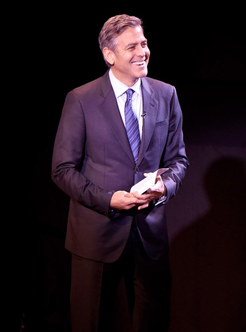 El intérprete bromeó durante su discurso en una gala de beneficencia en Nueva York acerca de que su mujer era más lista que él al equivocarse en un dato.