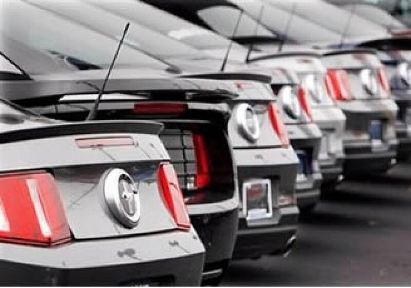 Ford reportó un alza en sus ventas un día después de que anunció ganancias en el tercer trimestre. (Foto: AP)