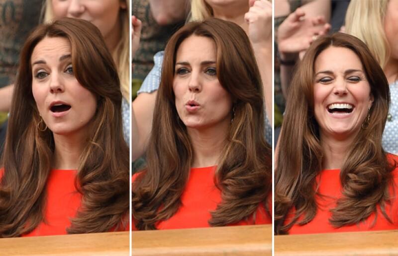 Con sus expresiones faciales, Kate demostró estar atenta a cada detalle del partido de tenis.