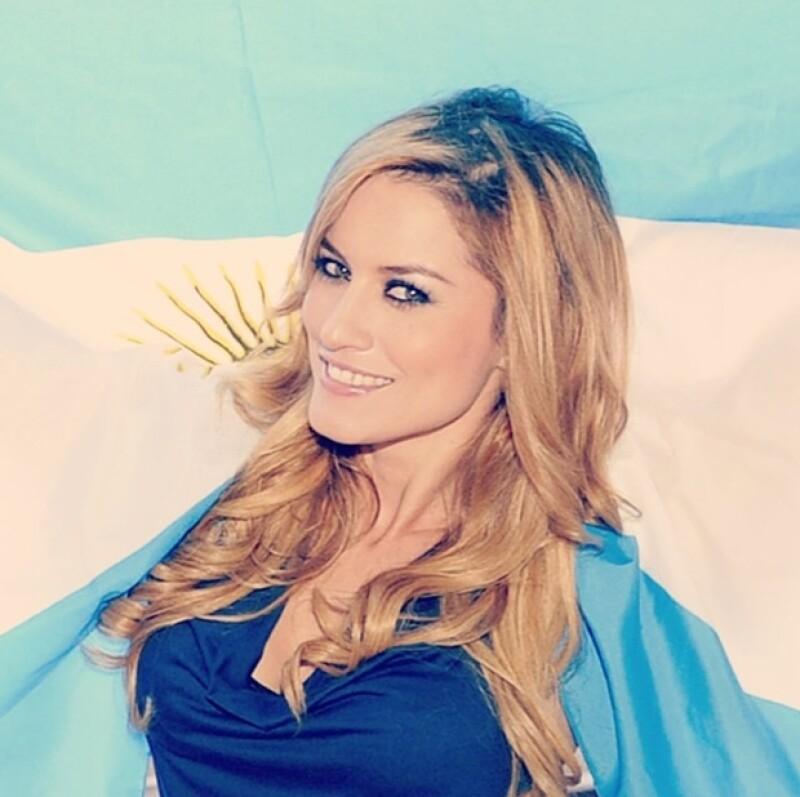 `Vamos vamos Argentina! Que Dios los ilumine y puedan desplegar talento y pasión!!!´escribió Lola a pie de esta foto.