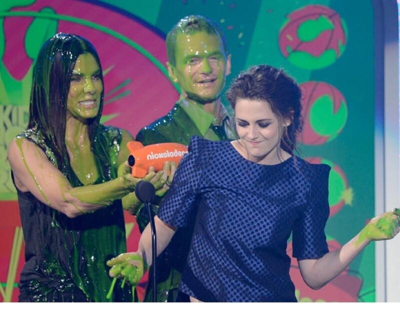 """La estrella de la saga """"Crepúsculo"""" Kristen Stewart  fue la máxima ganadora de la noche, pues obtuvo dos premios."""