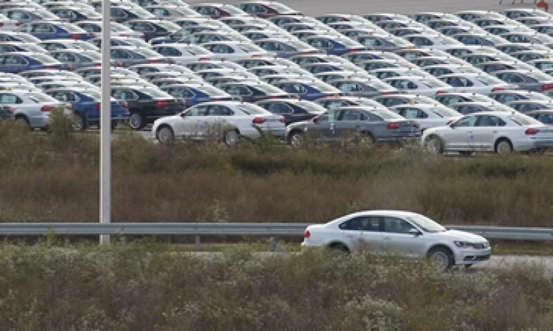 Las ventas de autos a nivel general cayeron 1.1% en Reino Unido. (Foto: Reuters)