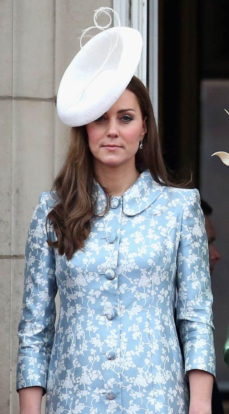 Tal parece que la duquesa de Cambridge no se encuentra en su mejor momento. Y es que últimamente le han sobrevenido múltiples críticas respecto a su comportamiento y forma de vestir.
