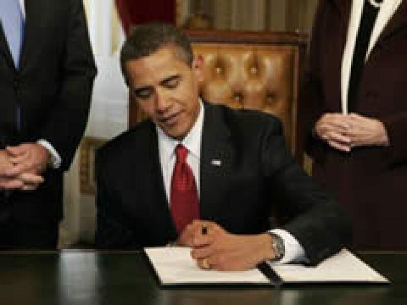 Obama firmó una proclamación, en su primer acto como presidente de Estados Unidos. (Foto: Reuters)