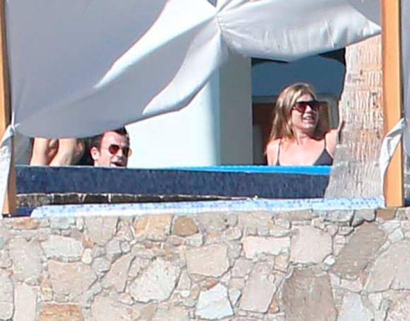 Al igual que George Clooney y Amal Alamuddin, la actriz y su futuro esposo, Justin Theroux se sumaron a las celebridades que recibirán el 2015 en Los Cabos.