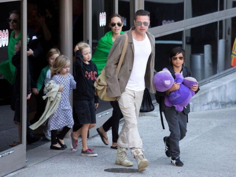 Angelina Jolie y sus hijos.