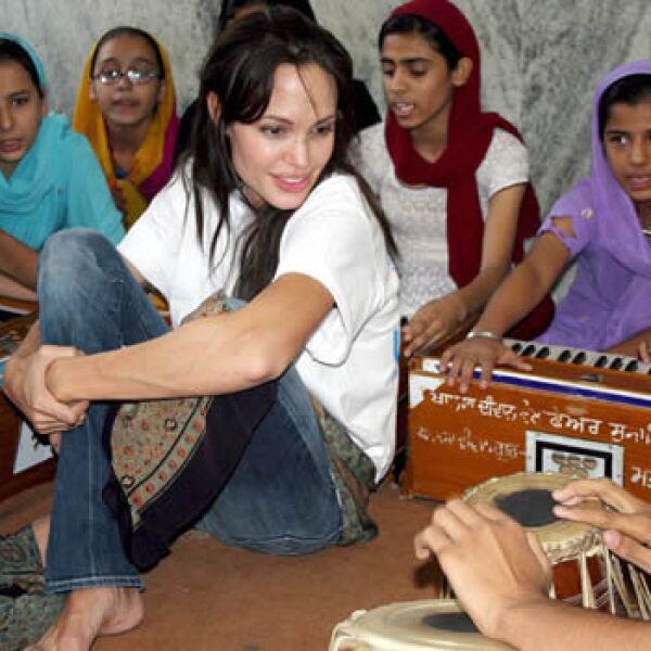 05.11.06.: Una imagen distribuida por el Alto Comisionado de Naciones Unidas para los Refugiados (ACNUR) muestra a la actriz norteamericana