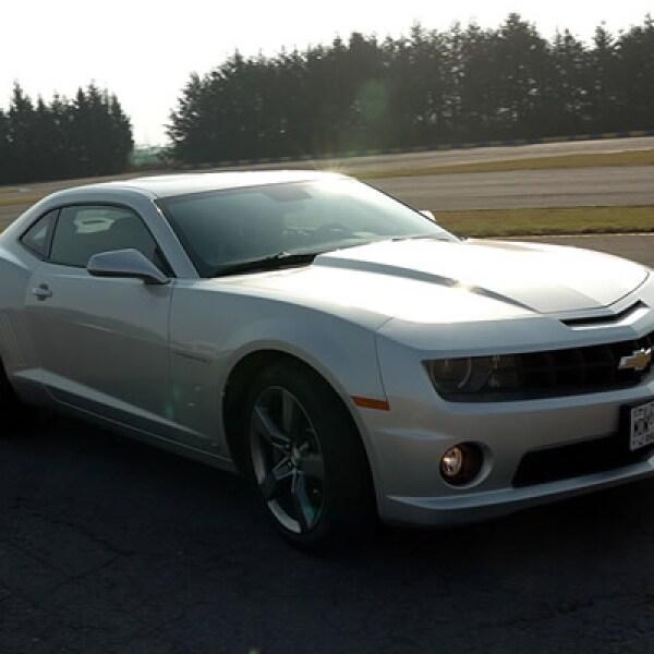 Los números muestran un desempeño de 0 - 100 km/h en sólo 4.6 segundos, gracias a su motor V8 de 6.2 litros.
