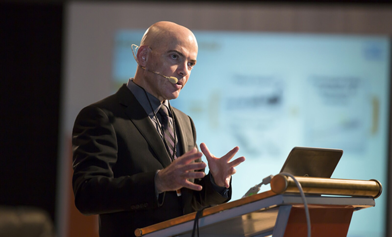 Daniel Gold, exdirector de Investigación y Desarrollo de la Defensa en Israel, dijo que su país ha desarrollado tecnología a partir del conflicto palestino-israelí.
