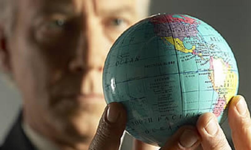 Los directivos más importantes en México promedian en 52.3 puntos el ambiente sociopolítico y económico internacional hacia los próximos 12 meses. Esa proyección ha venido cayendo pues en el primer trimestre de 2012 era de 59.0 puntos. (Foto: Archivo)