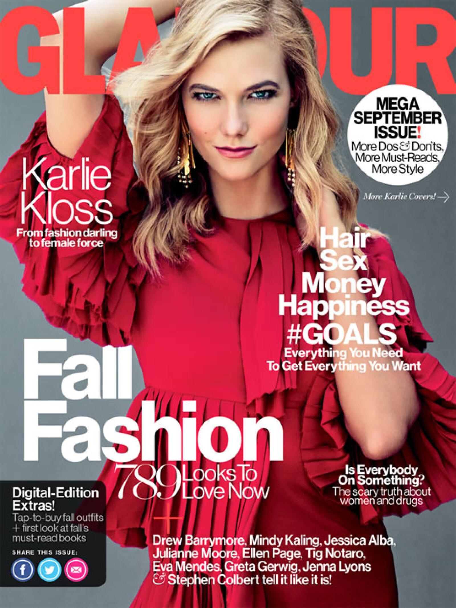 Karlie Kloss protagonizó la portada de Glamour US. La modelo lleva un vestido de Gucci para la imagen principal.