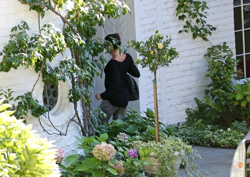 Inmediatamente después de descender del auto, Lea ingresó a una casa en Los Ángeles.