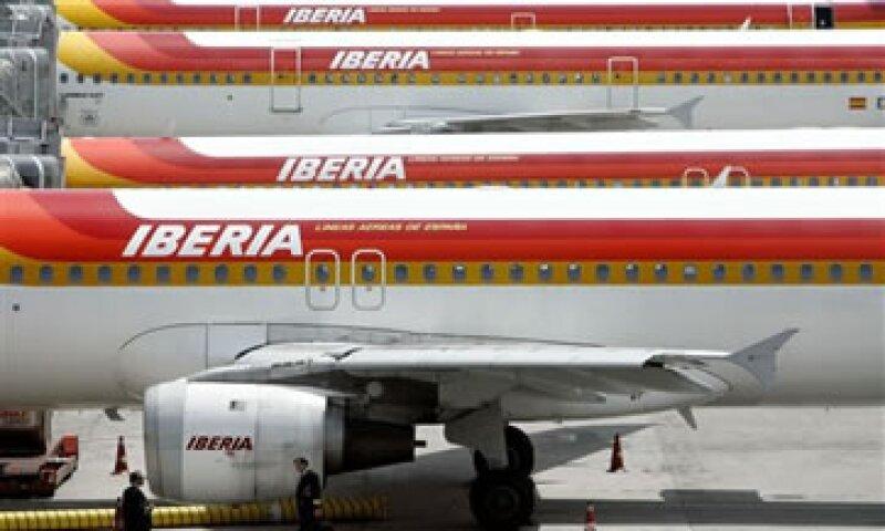 La firma dijo que facilitará cambios de vuelos o fechas para los pasajeros afectados. (Foto: AP)