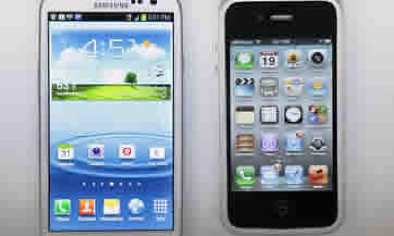 Apple argumenta que los compradores pueden confundir los dispositivos de Samsung con el iPhone. (Foto: AP)