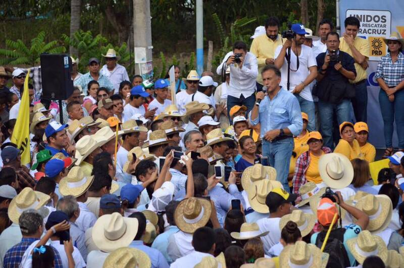 El candidato del PAN-PRD, Miguel Ángel Yunes Linares, arremetió contra el gobernador por el supuesto pago de gastos personales con cargo al erario.