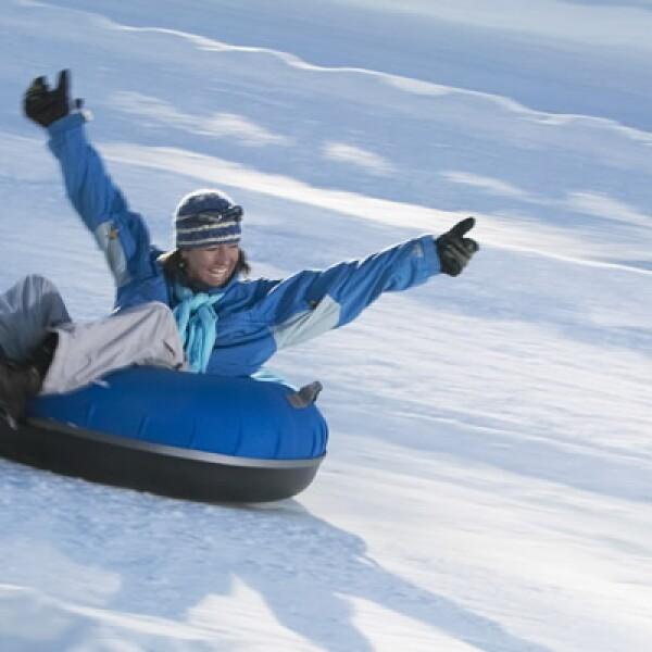 Si prefieres algo más relajado, utiliza alguna de las llantas que rentan en cada resort, y baja a la velocidad que desees.