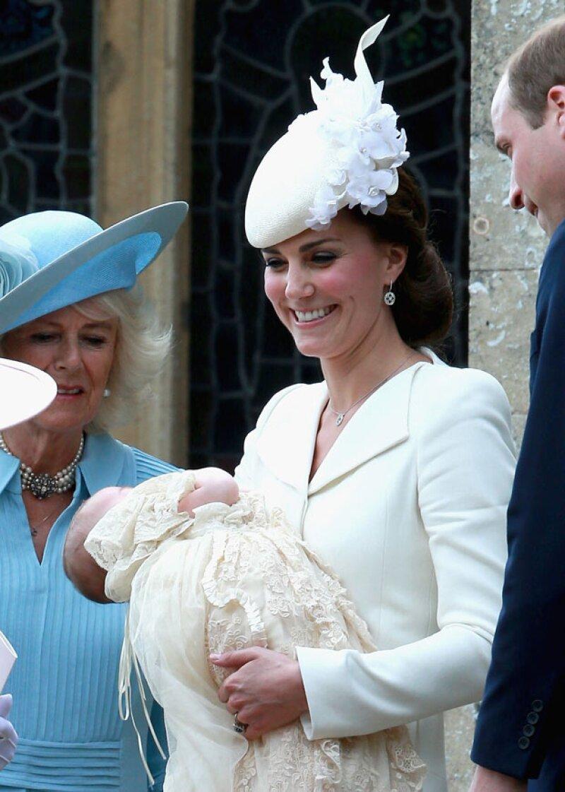 La pequeña royal utilizó un vestido en su primer evento público, pero no se volverá a poner uno hasta que haya cumplido al menos un año de edad y pueda caminar.