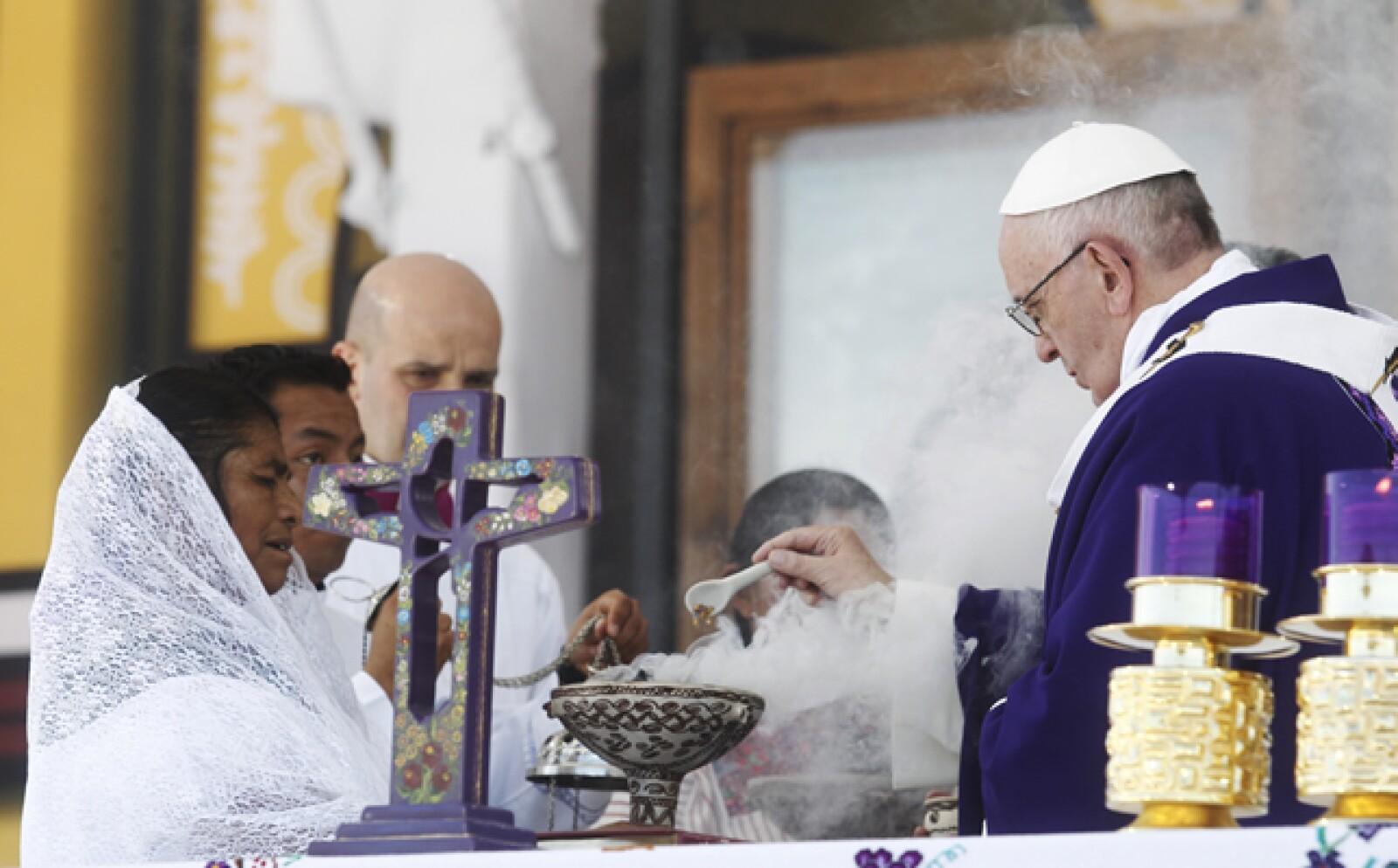 El pontífice ofició una misa este lunes en San Cristóbal de las Casas, Chiapas. En su sermón denunció el maltrato a las comunidades indígenas.