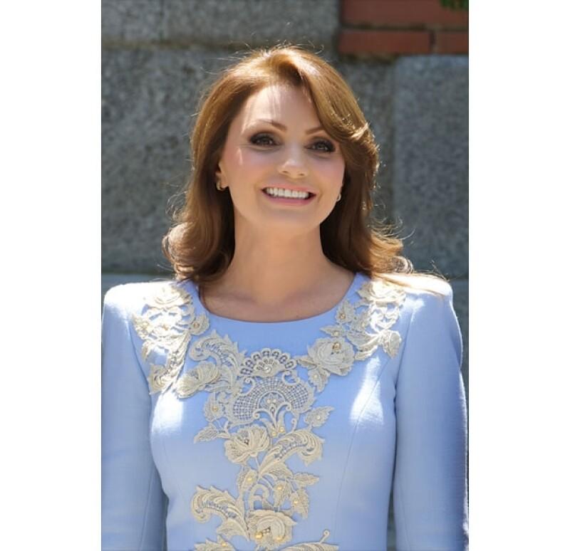 Angélica Rivera optó por un vestido de manga larga con detalles de encaje.