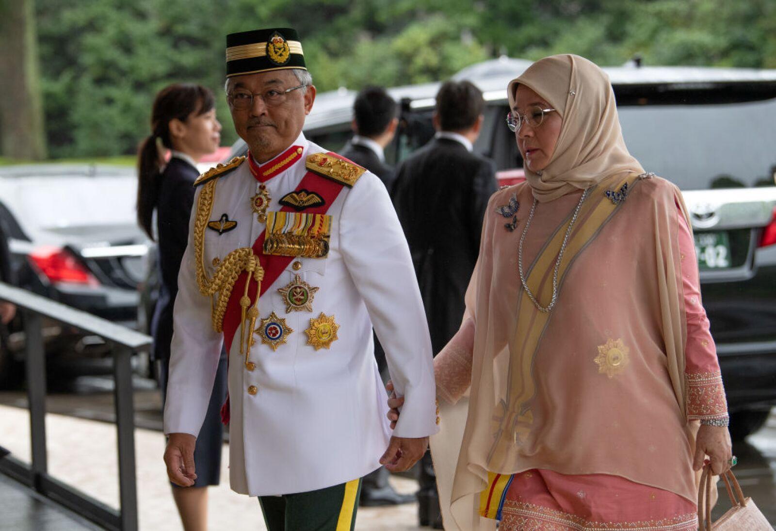 El Rey Sultán Abdullah Sultán Ahmad Shah y la Reina Tunku Azizah Aminah Maimunah de Malasia