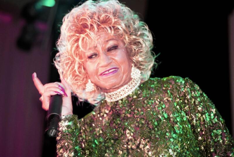 Celia Cruz cantó durante la fiesta de lanzamiento de Quién® en mayo del 2000.
