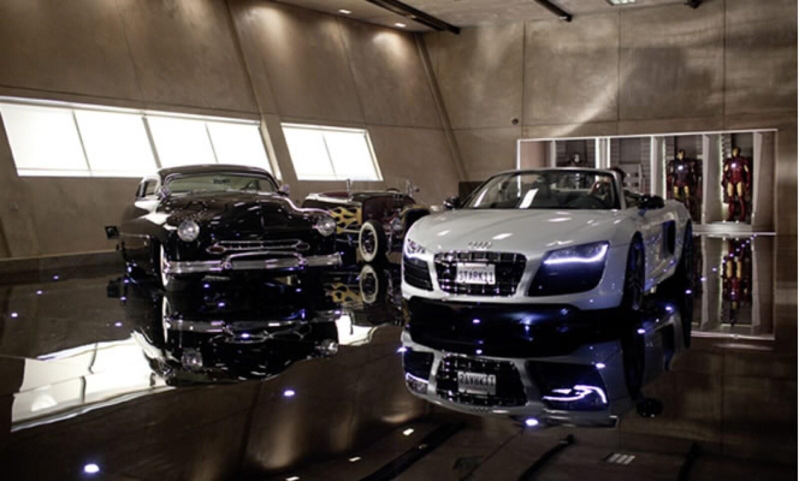El Audi R8 Spyder tiene un precio de 142,400 euros, aproximadamente 2,260,000 pesos.