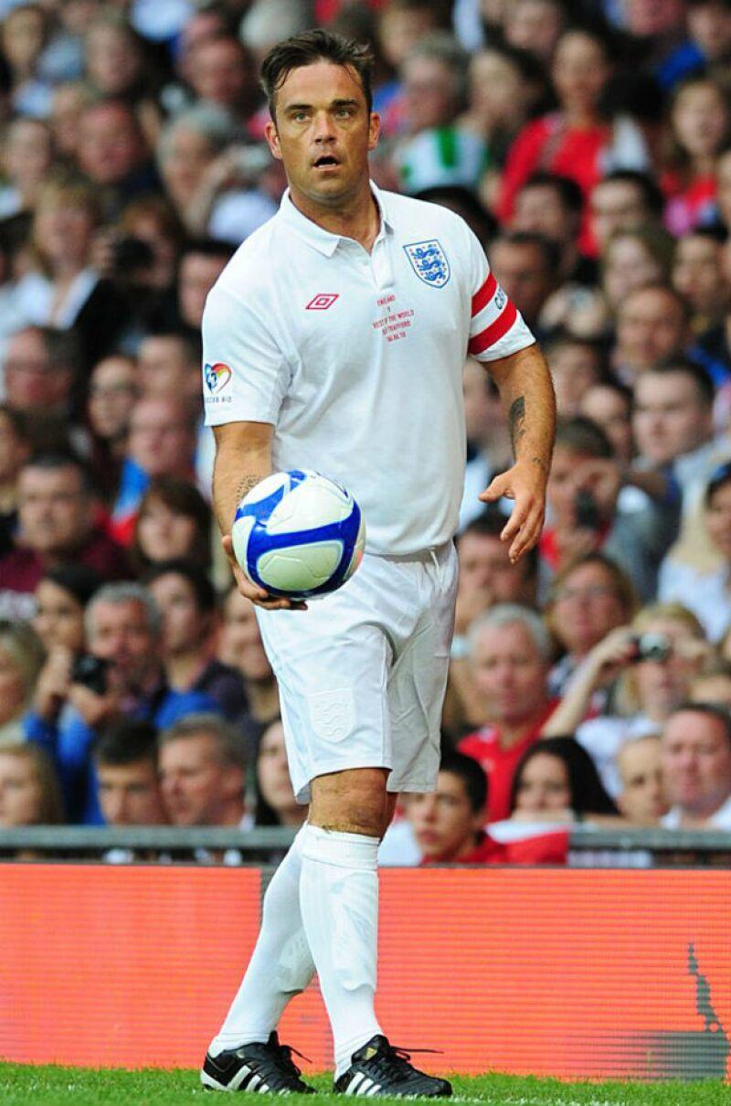 Robbie en el torneo Soccer Aid en Londres.