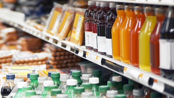 Científicos utilizaron etiquetas en los refrescos con el fin de observar que tanto se inhibían los consumidores de adquirir los productos